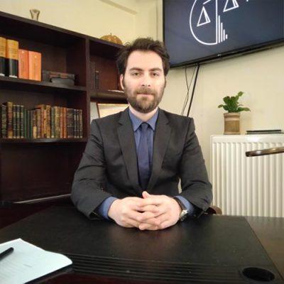 Panagiotis Iliopoulos Πανος Ηλιόπουλος δικηγόρος και ειδικος δικαστικός γραφολόγος στο γραφείο του στην Αθήνα